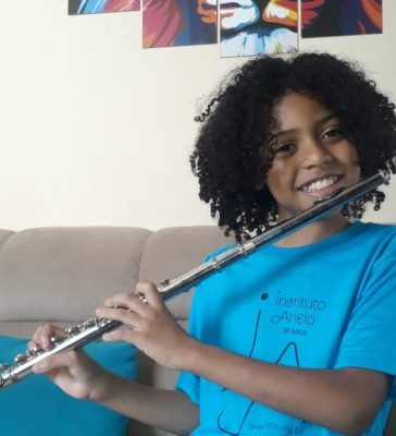 Instituto Anelo: Nicolas Rosa da Silva esbanja talento na flauta transversal